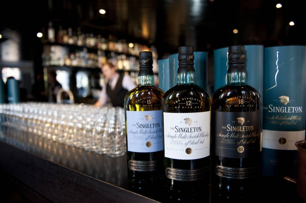 Rượu-Singleton-tại-một-quán-bar
