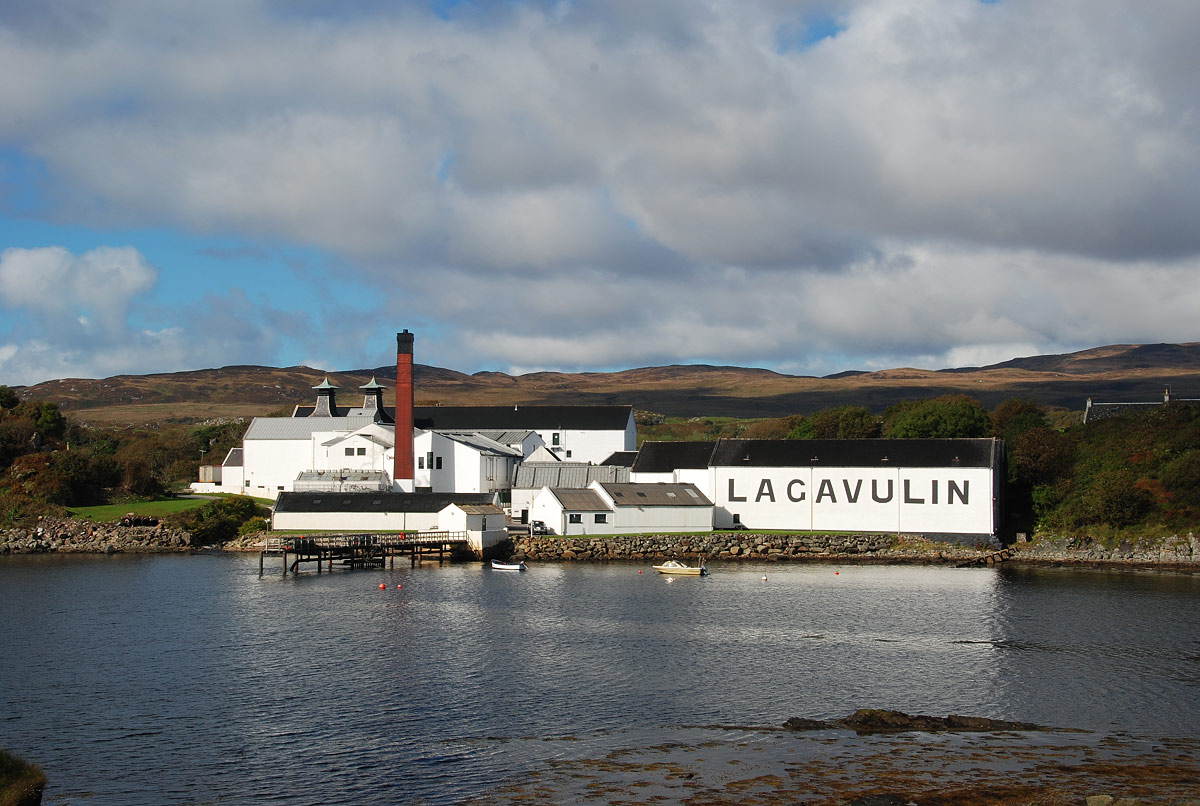lagavulin distillery  1