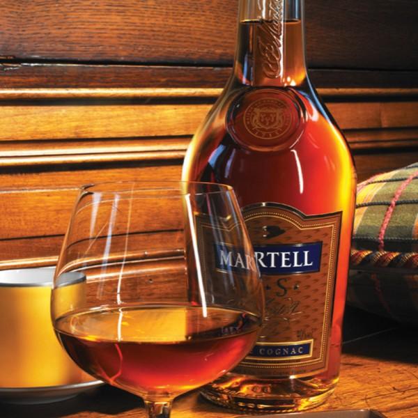 martell thường được sử dụng với ly có hình quả táo