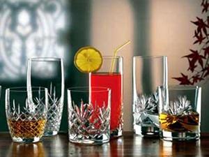 Rượu Gin dùng để pha cocktails