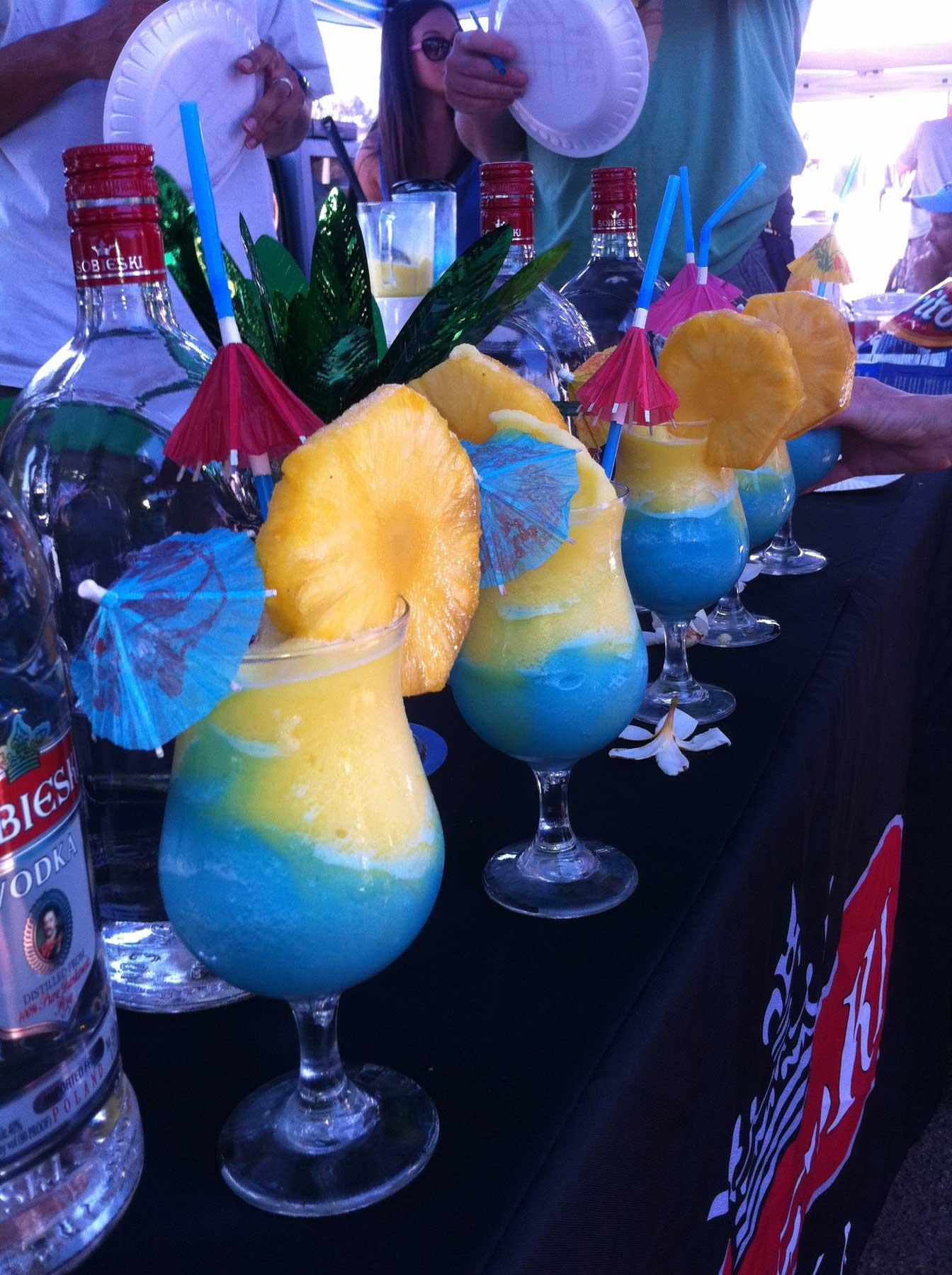trưng bày cocktail được pha chế từ Bluecuracao