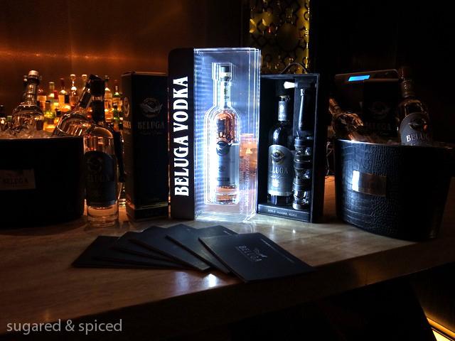 trưng bày Vodka Beluga Gold